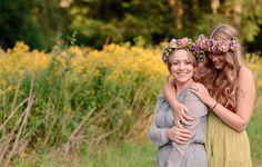 Lichtmädchen Fotografie | Portrait, Portraitshooting, Freundinnen, friends, Hippie, boho, flowers, pastell, forrest, Wald, spring, Frühling, sunny, Sonne, outdoor, girls, vintage, Blumenkranz