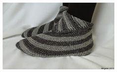 Megetar: Helpot ja hauskat tossut + ohje Beanie, Hats, Fashion, Tricot, Knitting Socks, Tejidos, Moda, Hat, Beanies