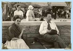 Frida Kahlo first met Diego Rivera when she was an art student hoping to get advice on her career from the famous Mexican muralist. Diego Rivera, Natalie Clifford Barney, Frida E Diego, Clemente Orozco, Famous Mexican, Jones Beach, Mexican Artists, Portraits, Mexico City