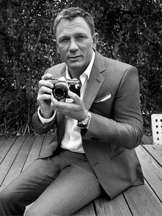 Daniel Craig wearing a light grey silk-cotton jacket, white cotton shirt, navy / silver-spotted silk tie, light grey silk-cotton trousers, black leather belt all by #GiorgioArmani