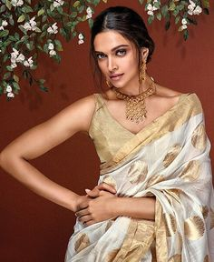 Browse through the world of Gulnaaz by Tanishq! Bringing alive the delicate symmetry in nature, Gulnaaz's designs bring your look alive. Deepika Padukone Saree, Sonam Kapoor, Deepika Ranveer, Ranveer Singh, Indian Bollywood, Bollywood Fashion, Bollywood Saree, Bollywood Jewelry, Indian Attire