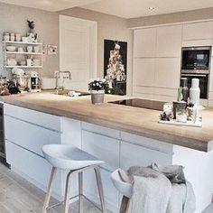 Kitchen decor: white + wood