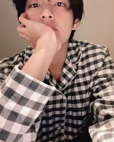 Find images and videos about kpop, bts and aesthetic on We Heart It - the app to get lost in what you love. Daegu, Bts Taehyung, Taekook, Foto Bts, V Bts Cute, V Video, V Instagram, Twitter Video, Twitter Twitter