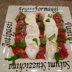 insalata caprese italian cooking Italian Cooking, Everyday Food, Caprese Salad, Great Recipes, Food To Make, Buffet, Cooking Recipes, Homemade, Meals
