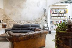 Check out this awesome listing on Airbnb: Maison 120m2 rénovée, cour au calme - Houses for Rent