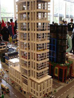 Lego Skyscraper, Rammed Earth Homes, Lego Modular, Lego Room, Cool Lego Creations, Lego Worlds, Lego Design, Lego Architecture, Lego Projects