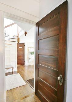 Ideas for oak wood floors stain white trim Dark Doors, White Doors, Staircase Molding, Doors And Floors, Painting Trim, Farmhouse Interior, Condo, Interior Decorating, Interior Shop