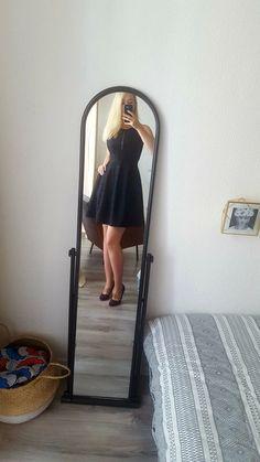 5b5ff9ecd8a16f Robe noire tissu jacquard et dos en dentelle - Belle robe noire en  jacquard, qui