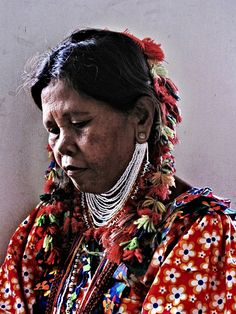 Philippines | The T'boli are one of the indigenous peoples of Southern Mindanao. The T'bolis reside on the mountain slopes on either side of the upper Alah Valley and the coastal area of Maitum, Maasim and Kiamba | ©Xandra Holazo Marfori