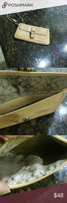 😍Coach Wristlet😍 Beautiful 2 pouch wristlet in genuine leather. Like new and flawless😍😍😍 Coach Bags Clutches & Wristlets