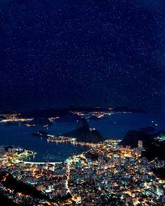 A beleza do azul nas fotografias noturnas de Betina Samaia