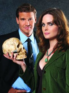 Emily Deschanel and David Boreanaz (Bones)