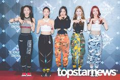 itzy pics (@archiveitzy) | Twitter Kpop Girl Groups, Korean Girl Groups, Kpop Girls, Pop Stickers, Iphone Wallpaper Tumblr Aesthetic, Fandom, Time Photo, Stage Outfits, Nayeon