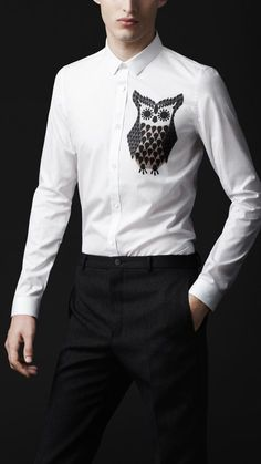BurberryOwl Graphic Cotton Shirt I would love to wear this to an office one day. Camisa Burberry, Burberry Shirt, Burberry Prorsum, Formal Dresses For Men, Dresses For Work, Winter Fashion Casual, Fashion Fall, Style Fashion, Mens Designer Shirts