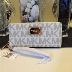Michael kors travel continental wallet Brand new with tags 100% authentic vanilla large Michael Kors Bags Wallets