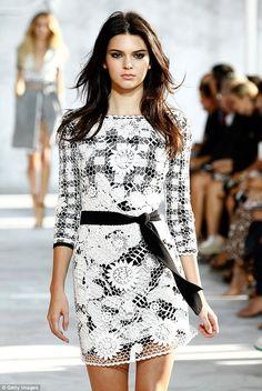 Kendall Jenner lief auf der New York Fashion Week für Diane von Furstenberg. New York Fashion, Fashion News, Fashion Models, Girl Fashion, Fashion Show, Street Fashion, Naomi Campbell, Kendall Jenner, Diane Von Furstenberg