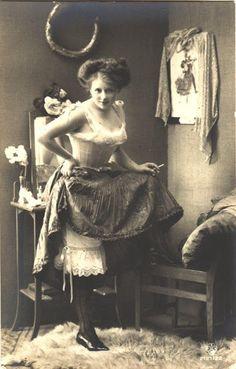 vintage everyday: Vintage Photos of Victorian and Edwardian Women Smoking