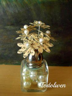 a tutorial for the little flowers in the salt-shaker vase