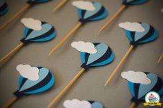 Topper para doces e cupcakes. <br>Pacote com 10 unidades. Cores diversas. <br> <br>Confeccionada em papel 180g/m². <br> <br>Produto artesanal podendo apresentar pequenas variações de cor e posicionamento das figuras. <br> <br>Para encomendas, consulta sobre outros modelos e cores, por favor entre em contato conosco. <br> <br>Foto Ilustrativa. A cor do produto pode variar de acordo com as configurações do seu monitor.