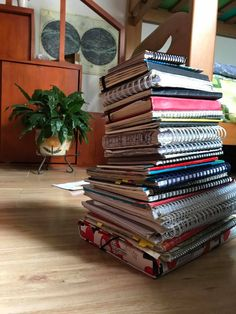 Journal Diary, Book Journal, Book Study, Book Art, Notebooks, Journals, Reading Slump, Book Annotation, Bullet Journal Lettering Ideas