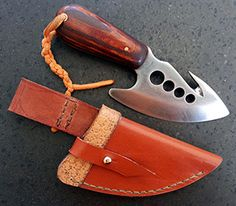 JN handmade skinner knife S1a Skinner knife with gut hook - Total length: 18 cm Blade length: 10 cm Blade width: 5.5 cm Thickness: 6 mm Scales: Hard pine wood dyed Steel: D2 Sheath: genuine leather - PRICE: 130 EUROS-