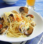 Spaghetti vongole in white wine sauce