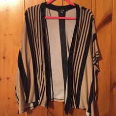 Beautiful cardigan from forever 21! Perfect condition! Forever 21 Sweaters Cardigans