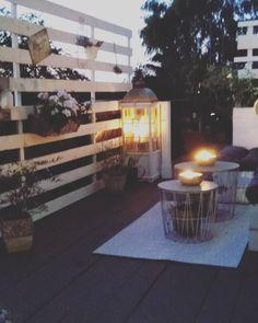 Schönen Abend ihr Lieben. Macht's euch fein💗🤗 #balkon #garten #terasse #draussenliebe #shabby #skandi #white #home #interior… Alice And Jasper, Home Interior, Shabby, Instagram, Interiors, Balcony