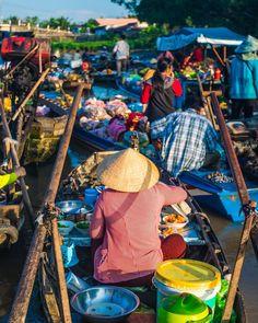 Vous souhaitez vous éloigner du remue-ménage de Ho Chi Minh ville? Situé dans l'extrémité sud du Vietnam, le delta du Mékong est une destination idéale pour les adeptes de la nature. #nature #vietnamienne #vietnam #travel #voyage #sejour #marche #mekong #delta #culture #ville #sud #southeast #asie #travelguide Ho Chi Minh Ville, Delta Du Mekong, Vietnam Tourism, Destinations, Modern Food, Can Tho, Home Food, Light Recipes, Food Inspiration