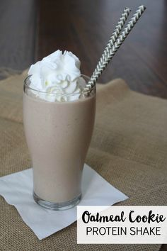 Hungry? This healthy Oatmeal Cookie Protein Shake is a filling snack!