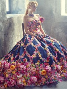 breathtakingly blooming dress by yumi katsura Lovely Dresses, Flower Dresses, Beautiful Gowns, Beautiful Outfits, Fairytale Fashion, Fairytale Dress, Quinceanera Dresses, Prom Dresses, Mode Baroque