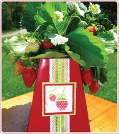 Strawberry Party :: decor, centerpieces