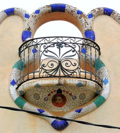 Balcony detail at Carrer Dominics, 24 - Casa José Sendrós, 1914 - Architect: Eusebi Climent i Viñolas - Barcelona, Catatonia.