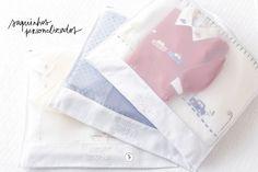 Para facilitar a organização das roupinhas do bebê para cada dia na maternidade, a Valencien desenvolveu saquinhos em tule com acabamento em piquet português.