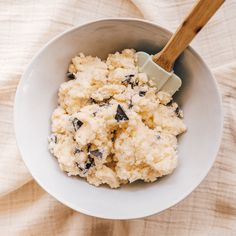 Gluten free, sugar free, paleo and vegan-friendly chocolate chip cookie dough that's creamy, rich and sure to win your heart. Coconut Cream, Coconut Flour, Almond Flour, Cacao Chocolate, Keto Pancakes, Chocolate Chip Cookie Dough, Keto Cookies, Cookies And Cream, Vegan Friendly