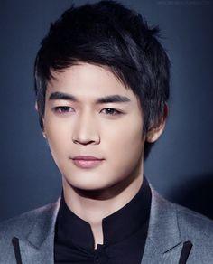 Choi Minho of SHINee   he has such a beautiful face!