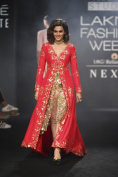 Divya Reddy at Lakmé Fashion Week Winter/Festive 2017 l Vogue India Indian Wedding Gowns, Indian Gowns Dresses, Indian Outfits, Indian Clothes, Stylish Dress Designs, Stylish Dresses, Fashion Dresses, Formal Dresses, Fashion Designer