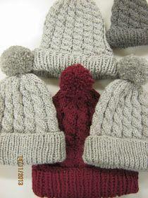 Crochet Slippers, Knit Crochet, Diy Clothes Accessories, Bobble Hats, Crochet Clothes, Handicraft, Mittens, Knitted Hats, Needlework
