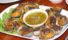 poach clams served with spicy sauce