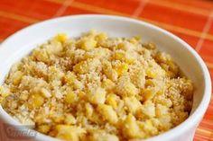 Farofa de ovo 1 colher de sopa cheia de manteiga  3 ovos e faça-os mexidos, deixando pedaços não tão grandes Adicone aos poquinhos cerca de 1/2 xícara de farinha de mandioca