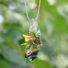 This is an idea to use up some of my glass and silver wire. So pretty!