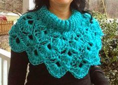 Love this hug crocheted cowl - by Joke Lindevrouw Crochet Capelet Pattern, Form Crochet, Crochet Collar, Crochet Bear, Crochet Round, Crochet Shawl, Crochet Patterns, Crochet Scarves, Crochet Clothes