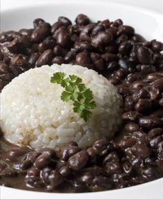 Oito alimentos negros que você deve incluir na dieta