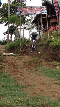 Verry yusrannaildy at #panenjoan #downhill #bike park