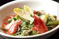 Tarsila (jantar)    Salada de mini hortaliças com ricota defumada ao molho de amora