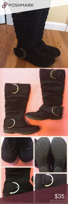 FREE GIFT W/PURCHASE 💛 Black flat boots 💙 size 6 Black flat boots 💙 like new 💙 size 6 💛 PLUS FREE SURPRISE GIFT WITH PURCHASE AND 30% OFF BUNDLES Shoes Winter & Rain Boots