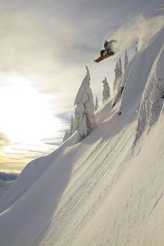 Big powder snowboarding in the back country. #thepursuitofprogression #Lufelive #Snowboarding #Snowboard Pic via: Midwinter Dream
