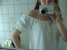 Drama-fy your wardrobe!!! .  Free tutorial with pictures on how to make a blouse in under 30 minutes by dressmaking with sewing machine and elastic band. How To posted by Mi.ezekatze. Difficulty: 3/5. Cost: Cheap. Steps: 5