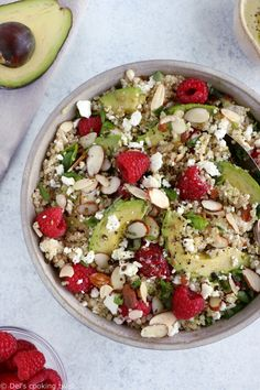 Gorgeous avocado raspberry quinoa salad loaded with feta cheese, slivered almonds, and tossed in a creamy avocado basil dressing. This simple healthy quinoa salad is perfect for summer picnics! Spinach Recipes, Raw Food Recipes, New Recipes, Healthy Recipes, Quick Healthy Lunch, Healthy Salads, Healthy Eating, Salade Quinoa Feta, Quinoa Salad