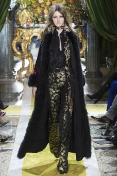 #RobertoCavalli   #fashion   #Koshchenets     Roberto Cavalli Fall 2016 Ready-to-Wear Collection Photos - Vogue
